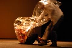 plastico en el piso